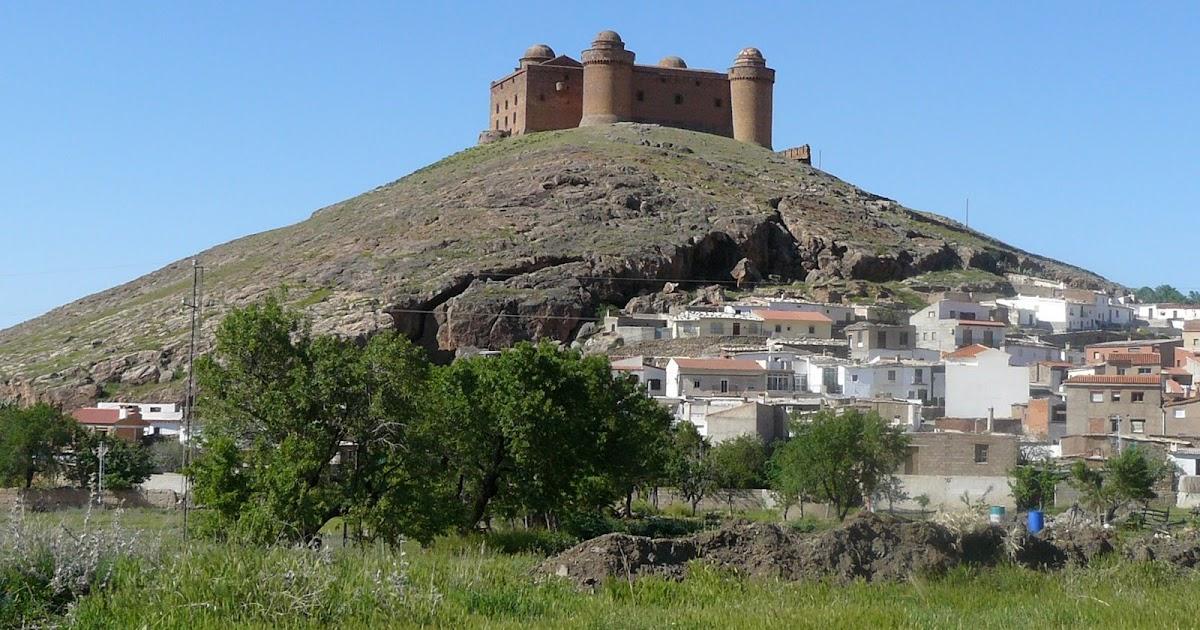 Línea Serpentinata: El patio del Castillo de La Calahorra y los ...