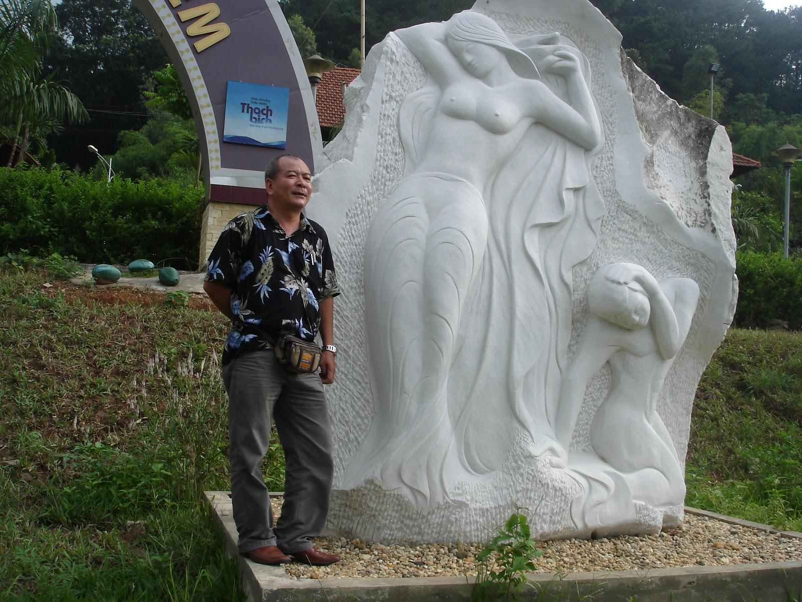 Tượng Của Đỗ Ngọc Dũng Ở Vườn Tượng Dưới Chân Núi Nghĩa Lĩnh
