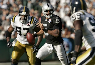 Oakland Raiders' Bruce Gradkowski can't fix awful passing game