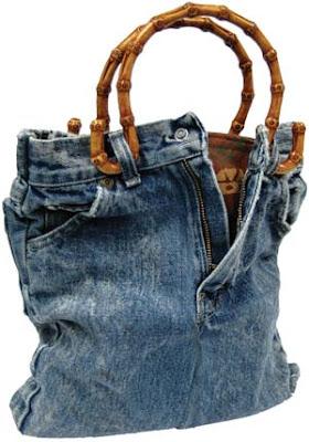 aef121bfaaf6 Это очень просто ; отрезаем штанины( которые можно перекроить в ручки для  сумки) и сшиваем джинсы по низу вставляя дно или нет в зависимости от  количество ...