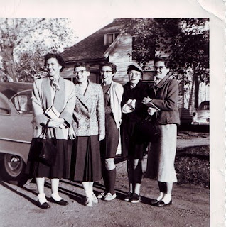 Five county extension agents setting off cross-country to a convention in Seattle in 1955