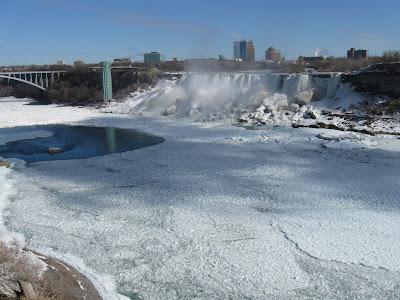 The Niagara Fall – a bridge between two countries |Niagara Falls Frozen 2009