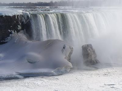 The Niagara Falls have frozen over to create the ultimate ... |Niagara Falls Frozen 2009