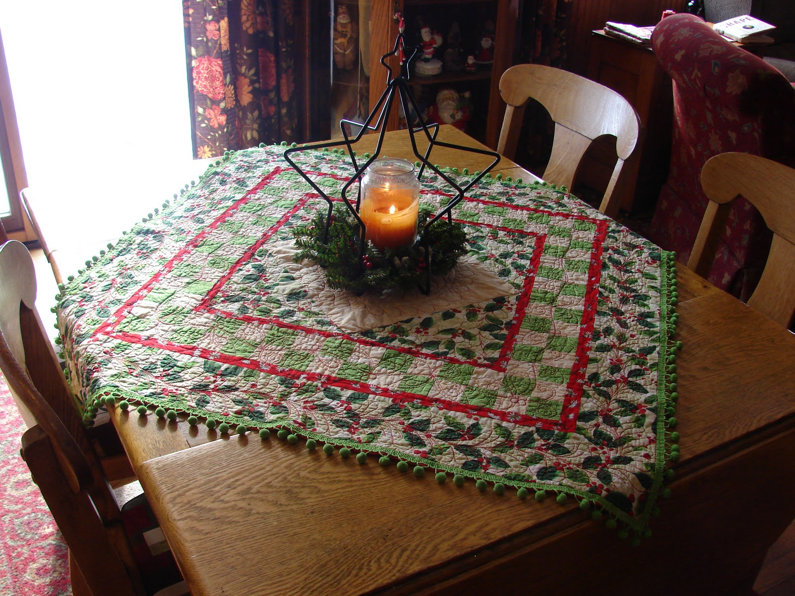 Quilt Vine Decorating With Christmas Quilts