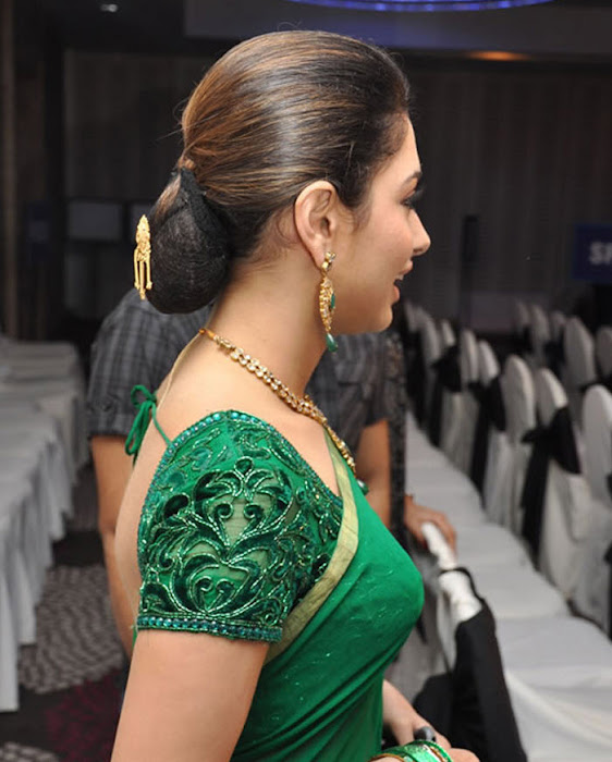 tamannah looking in green saree hot images