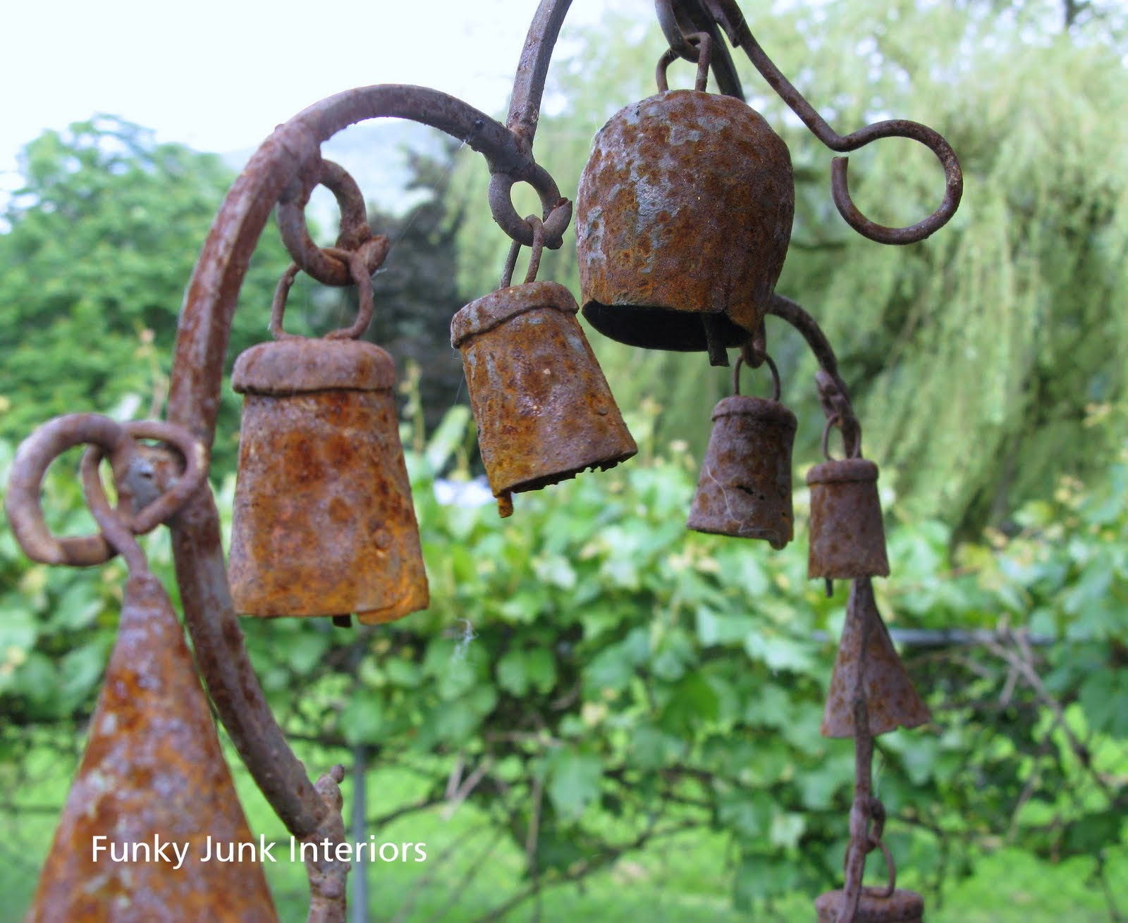 Decorating the great outdoors with junk for \'Gitter Done!\' - Funky ...