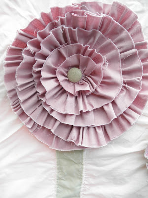 ruffled large flower rag quilt pattern