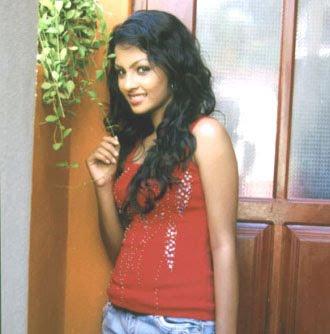 Sri Lankan Actress Shalini Tharaka