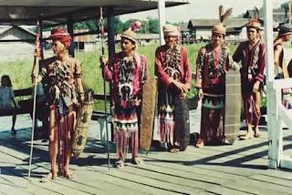 Permalink to Sedikit Catatan Mengenai Suku Dayak Kalimantan