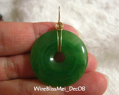 Wire wrap (simple) this donut jade pendant with gold filled wire