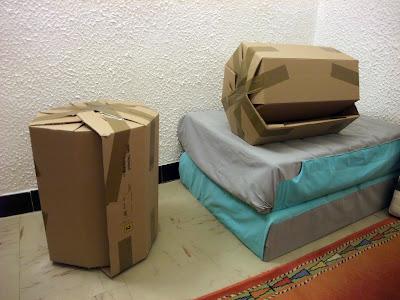 what 39 s design tabouret en carton corrugated board stool. Black Bedroom Furniture Sets. Home Design Ideas