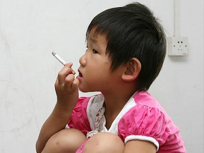 Niña fumadora