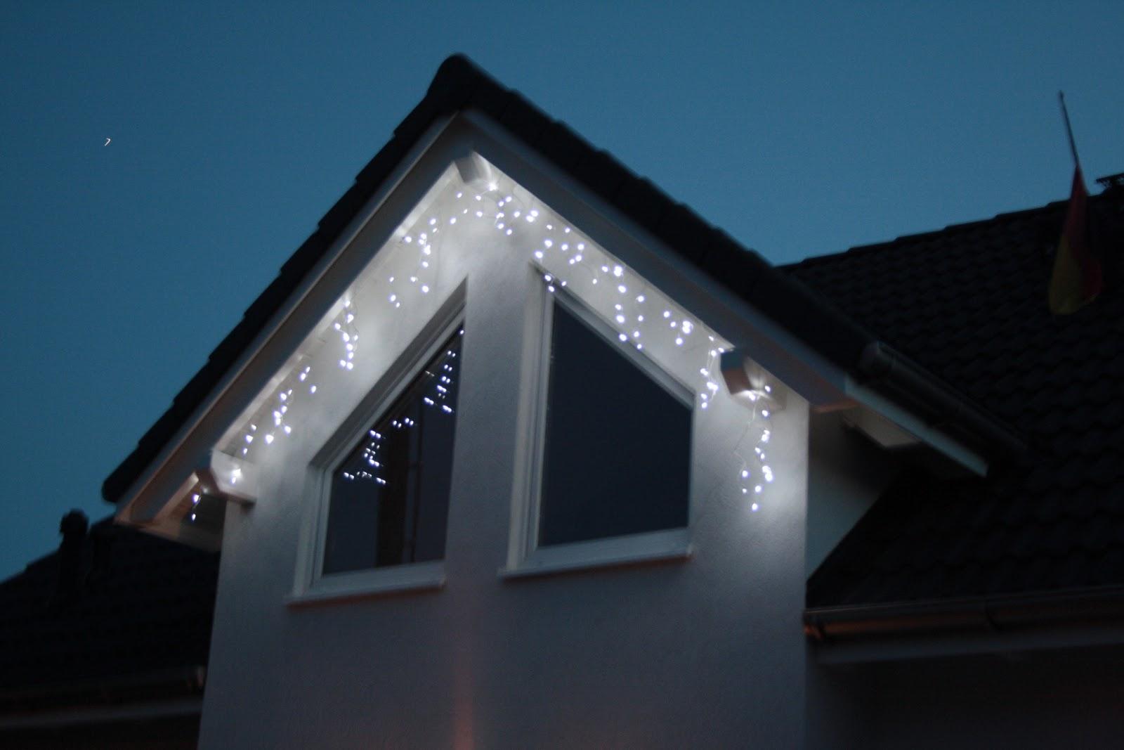 unser liebevoller haus und gartenblog weihnachtsbeleuchtung am haus. Black Bedroom Furniture Sets. Home Design Ideas