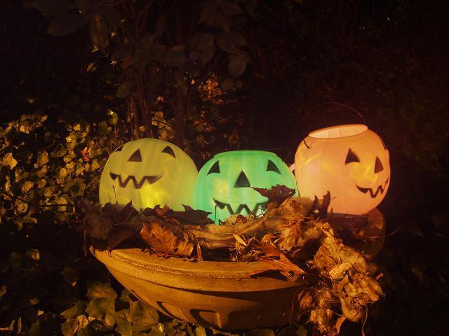 cute plastic jack ou0027 lanterns with solar lights idea from pipkin house