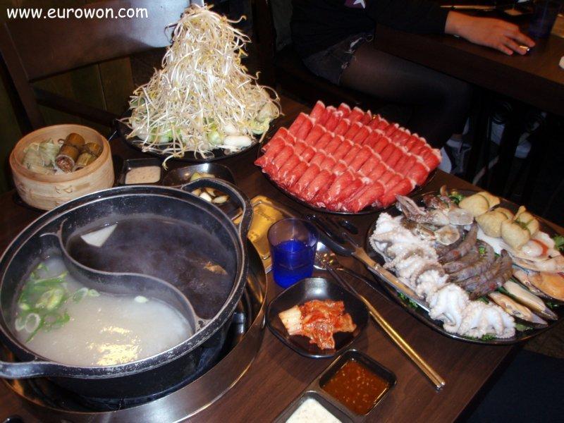 Comeindo shabu-shabu en Seúl