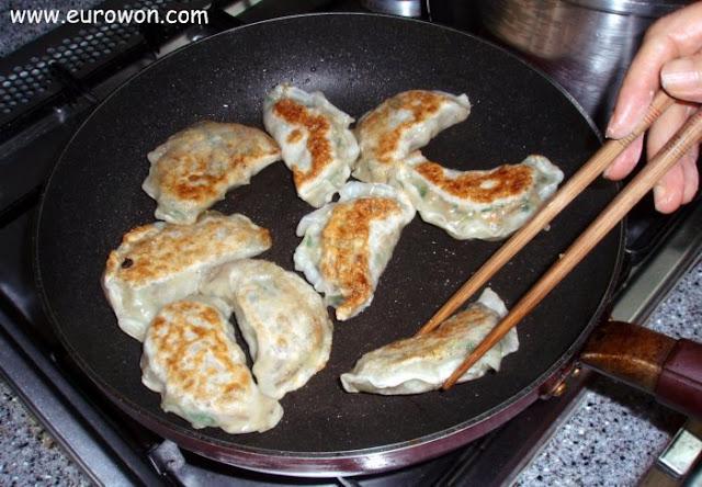 Empanadillas coreanas fritas