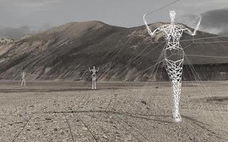 Tiang listrik bentuk manusia