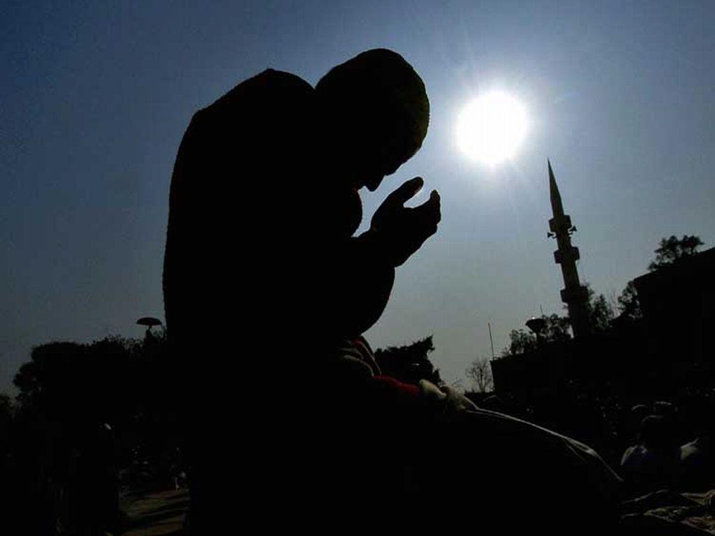 Watan Ke Liye Aik Dua: Khuda Kare Ke Mere Arz-e-Pak Pe Utre – Ahmed Nadeem Qasmi