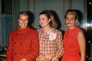 grace-kelly-with-sisters.jpg