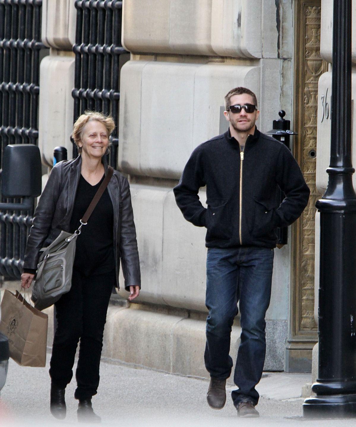 Kirsten Dunst And Jake Gyllenhaal Eating