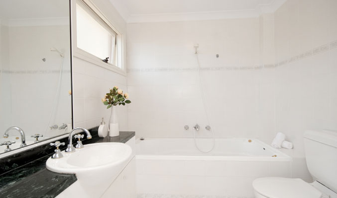 White Bathroom Design Ideas: Bathroom's White Elegance Design
