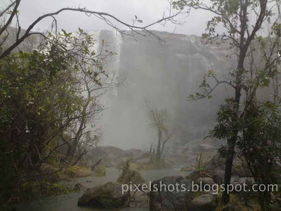 athirapally-waterfalls-photos,photo-of-athirapilly-waterfalls-in-river-chalakkudy,near-waterfalls-photo,athirapilly-waterfalls-thrissur-kerala