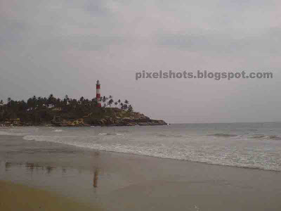 kovalam beach and lighthouse,kerala lighthouses,famous lighthouses in kerala,lighthouses in malabar cost,indian light houses names and information,beach named after lighthouse,lighthouse beach kovalam kerala,kerala beach photos,tropical beaches,famous indian beaches