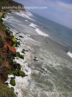 varkala beach photos,beaches of varkala photographed from mountain top,thiruvambady beach of varkala,arabian sea waves in varkala beach,south kerala beaches,monsoon sea waves in varkala