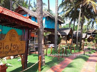 beach side heritage cottages varkala kerala india,beach cottage resorts having ayurvedic clinics, dental spas, supermarket,yoga centres,beauty studios,restaurants,kerala beach cliff cottages in varkala