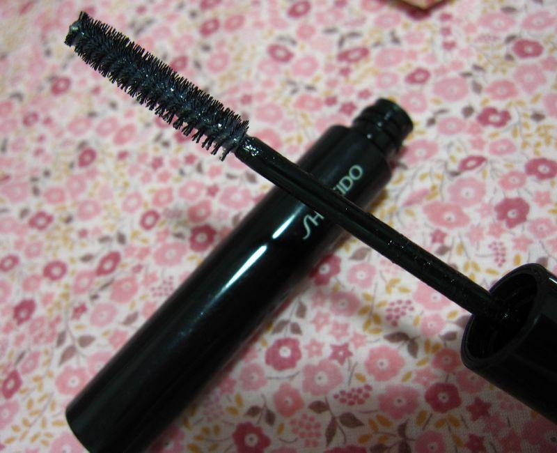 The Makeup Nourishing Mascara Base by Shiseido #16