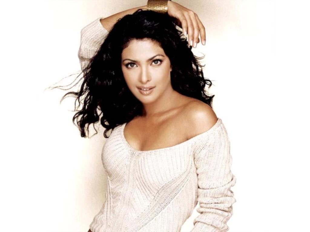 Maryeve Dufault Bollywood Actress Priyanka Chopra-9929