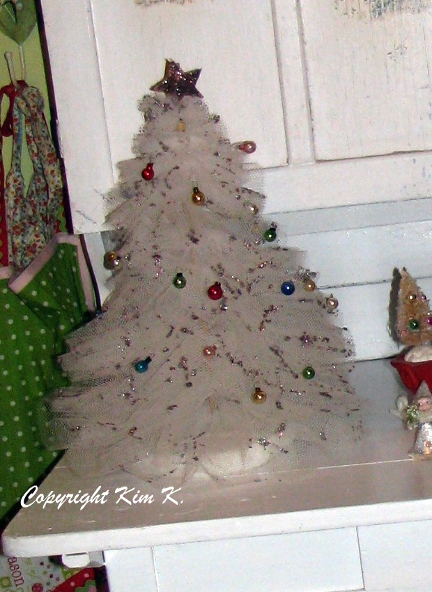Musings from Kim K.: They're Baaack! Tulle Christmas Trees!