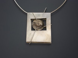 683772b24c38 muestra de objetos de arte  Arte en Metal Joyas contemporáneas de ...