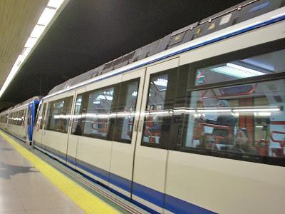 ¿Porque los trenes del Metro circulan por la izquierda?