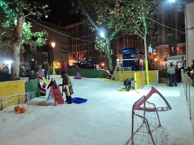 Navidad con niños en Madrid. Snow Park en la Plaza del Carmen