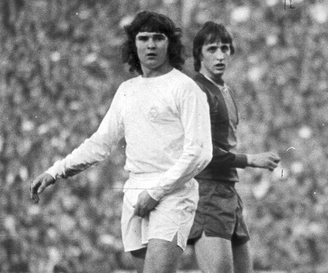 El_Clasico_1975_Camacho_Cruyff.jpg