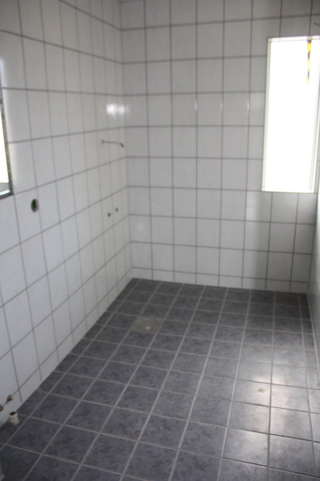 Bilder från badrummet som Jörgen och Tomas blev klara med igår. Golvplattan  kommer från CC Höganäs och heter Algarve. Även väggplattan finns hos CC  Höganäs. 7f1a5fb322515