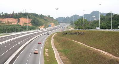 Laluan di tengah, laluan terus tanpa perlu berhenti di Ipoh Selatan dan Jelapang untuk ke Pulau Pinang dari KL.