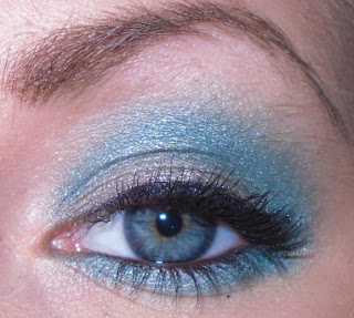 turquoise and gray make-up