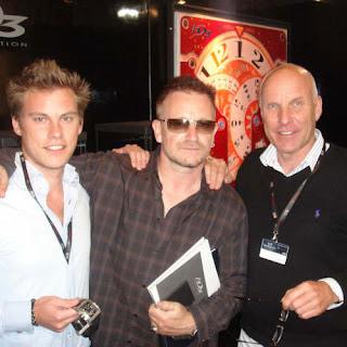 Bono en el stand de la marca de relojes HD3
