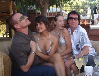 Bono, Simon Carmody en Saint Tropez con Andrea Feick y Hannah Emerson