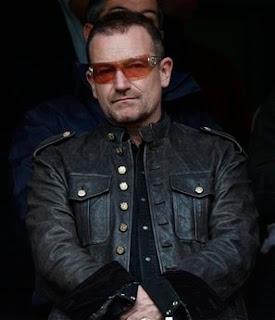 Bono en un partido de futbol de la Premier League en Londres