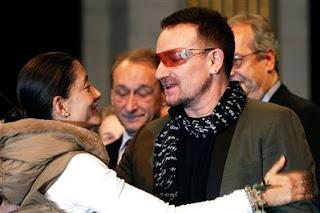 Bono e Ingrid Betancourt en Paris