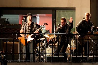 U2 toca en la azotea de la BBC en Londres 8