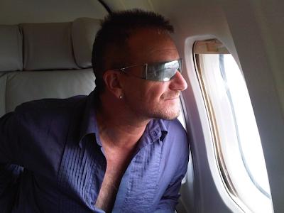 Bono en su avion