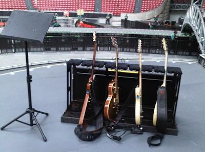 Equipo musical de Edge para U2 360 Tour 1