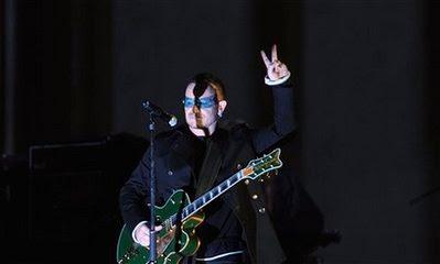 Concierto U2 en la puerta Brandeburgo, Berlin, Bono