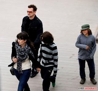 U2 y familiade turismo por Moscu 1