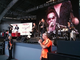 U2 en el show de Hamish y Andy's en australia