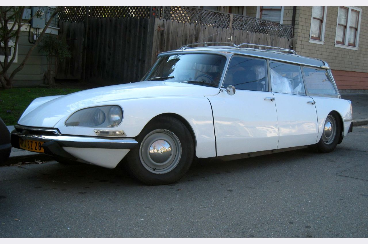 Vintage Car Spotting In Streets Of London 1960s Citroen Ds